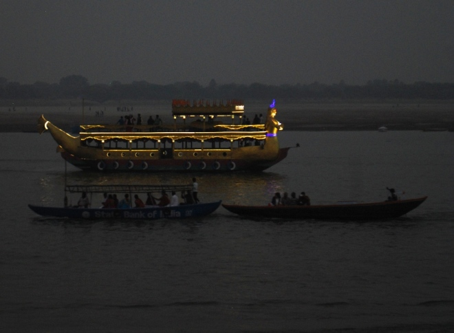 night-boat-on-the-ganges
