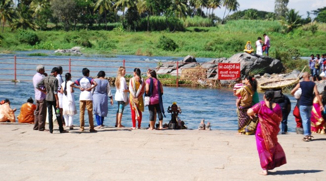 prayers-at-river-kaveri